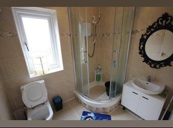 EasyRoommate UK - 2 Single Rooms available , Fallowfield - £400 pcm