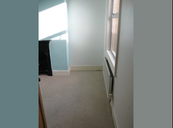 EasyRoommate UK - Single room available May, Taunton - £300 pcm