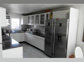 EasyRoommate UK - Beautiful single  room in  refurbished house, Bracknell - £475 pcm