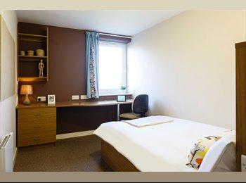 A room 10 mins from Leeds Uni