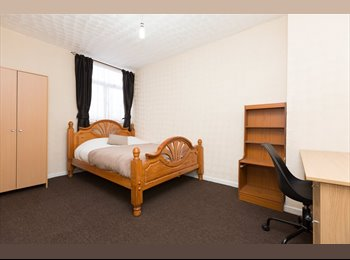 HUGE ROOM in UPDATE HOUSE-SHARE, 4 mins to TUBE!