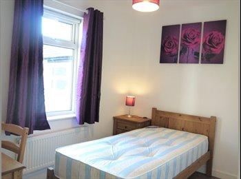 EasyRoommate UK - 1 Bedroom House share, Chatham - £400 pcm