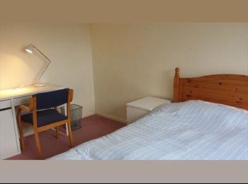 EasyRoommate UK - Double sunny room in semi-rural location, Aldershot - £570 pcm