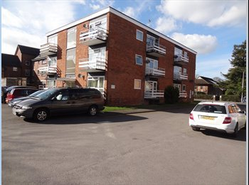 EasyRoommate UK - Studio Flat walking distance to town centre and train station, Newbury - £625 pcm