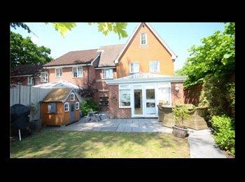 EasyRoommate UK - Massive double room in new build property, Farnborough - £650 pcm