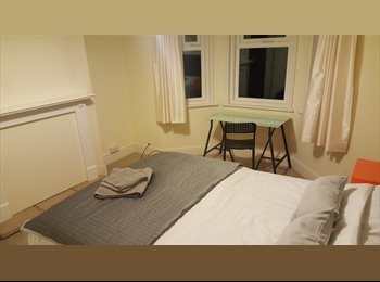 EasyRoommate UK - Central Poole House Share - Live out landlord, Poole - £115 pcm