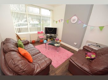 EasyRoommate UK - Room available!! Student house!!, Leeds - £79 pcm