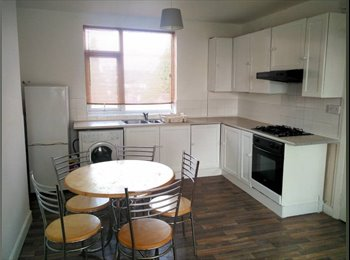 EasyRoommate UK - Double Rooms - Available Now - £275 & £350 - Coventry, Whitley - £275 pcm