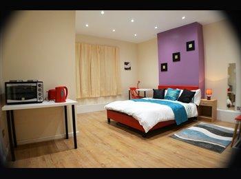 EasyRoommate UK - Luxury en-suite rooms in modern flat - Longsight, Levenshulme - £420 pcm