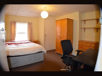 EasyRoommate UK - Beautiful Double Room in Withington - NO DEPOSIT!!, Withington - £370 pcm