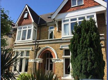 EasyRoommate UK - Large luxury double room in central Ealing, Ealing - £720 pcm