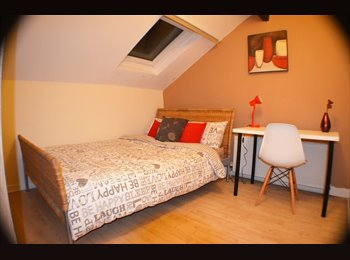 EasyRoommate UK - Newly refurbished room! –No deposit!!, Levenshulme - £370 pcm