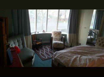 EasyRoommate UK - 3 Beautiful rooms in a spacious semi-detatched., Burnley - £80 pcm