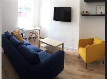 EasyRoommate UK - beautiful, newly refurbished double bedroom, Warrington - £411 pcm