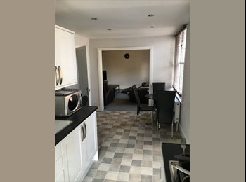 EasyRoommate UK - Large double room to rent in Dunstable town centre, Dunstable - £475 pcm