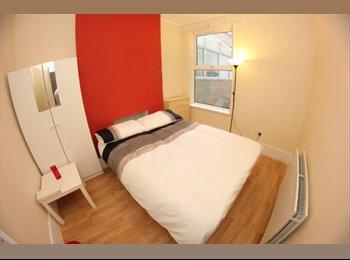 EasyRoommate UK - lovely double room near Kennington station !! , Kennington - £600 pcm