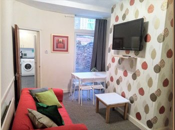 EasyRoommate UK - **Professionals*No FEE* Clean & Friendly House, Wavertree - £250 pcm