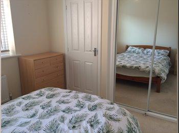 EasyRoommate UK - Double ensuite room in spacious house, Basingstoke - £550 pcm