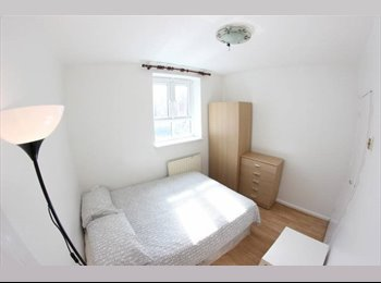 EasyRoommate UK - 50% OF YOUR FIRST MONTHS RENT ..DBL ROOM IN E15, Plaistow - £440 pcm