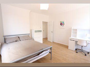 EasyRoommate UK - Newly renovated flatshare in Bow, Old Ford - £700 pcm