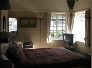 Beach lovers!!! Double room available Alum Chine
