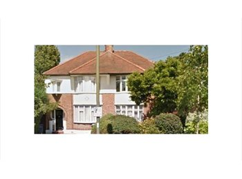 NW7. Choice rooms.Mill Hill East Suit N/S Professional s/w...