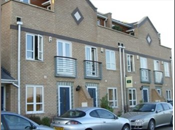 EasyRoommate UK - Modern double room close to town centre - Bicester, Bicester - £475 pcm