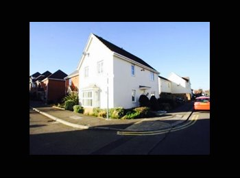 EasyRoommate UK - ** NEW IN ** Huge room to rent in a gorgeous house 5< minutes from beach AND Southend East station - Southend-on-Sea, Southend-on-Sea - £475 pcm