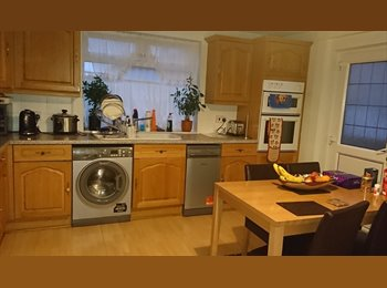 EasyRoommate UK - Room to let in a desirable area - Duston, Northampton - £410 pcm