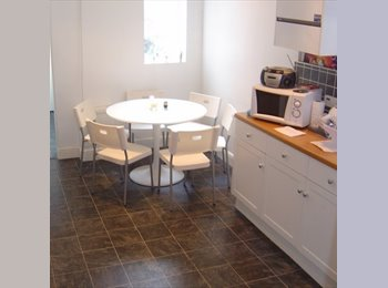 EasyRoommate UK -  Double Room Clarendon Park £300pcm fully inc - Knighton, Leicester - £300 pcm