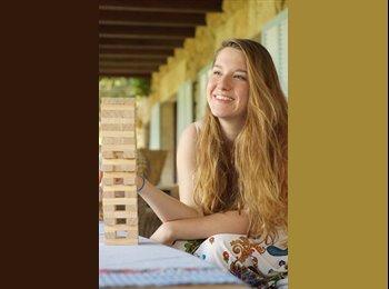 Anna - 21 - Student