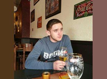 EasyRoommate UK - Daniel  - 19 - Ashford