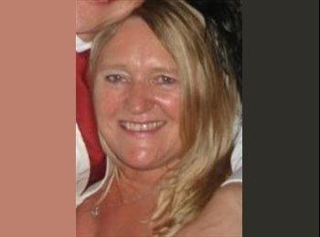 EasyRoommate UK - Denise - 54 - Ashford