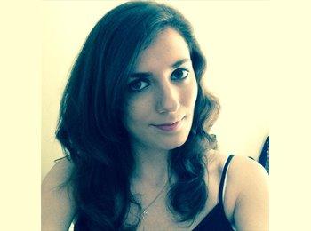 Sarah - 22 - Professional