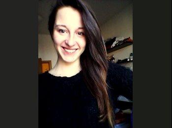 Joanna - 26 - Student