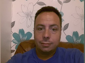 EasyRoommate UK - Robert - 41 - North Surrey