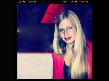 Silvie - 26 - Professional