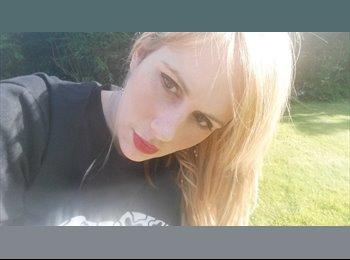 Katie - 26 - Professional