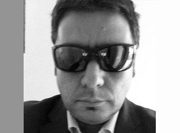 Javier - 38 - Professional