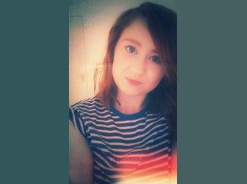 Chloe - 23 - Student