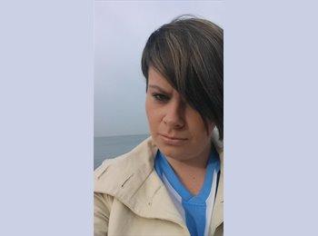 Laura   - 21 - Professional