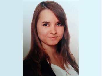 Joanna - 24 - Professional