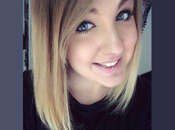 Hannah  - 18 - Professional