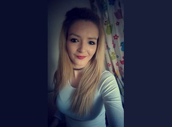 EasyRoommate UK - Amy - 21 - Wakefield