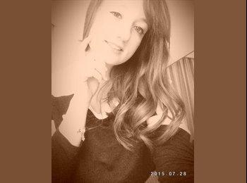 Laura  - 18 - Student