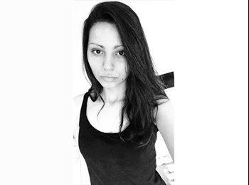 Jodie  - 19 - Student