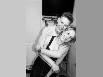 EasyRoommate UK - Andy and Karolina - 23 - Swindon