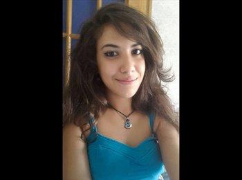 Claudia - 18 - Student