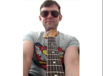 EasyRoommate UK - Anthony - 45 - London