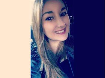 Lauren - 21 - Student